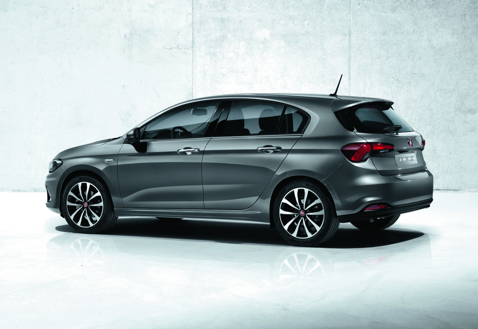 Fiat-Tipo-Hatchback-Lounge-Side-Print-quality-2